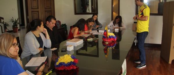 Consulado de Colombia en Guatemala inició último día de votaciones para elecciones presidenciales